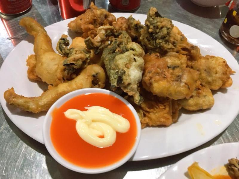 Các món ếch tại quán Ếch Ông Chạy đem đến cho khách hàng vị cay cay, đậm đà, thấm vào từng thớ thịt ếch