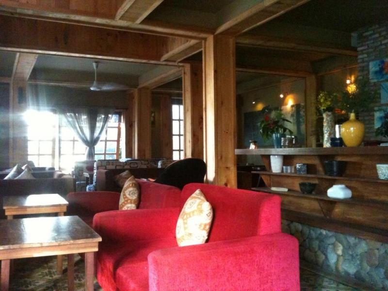 Không gian bên trong quán Eighteen House Coffee