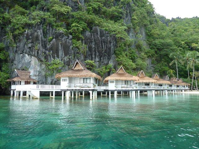 Khách sạn nổi trên mặt biển