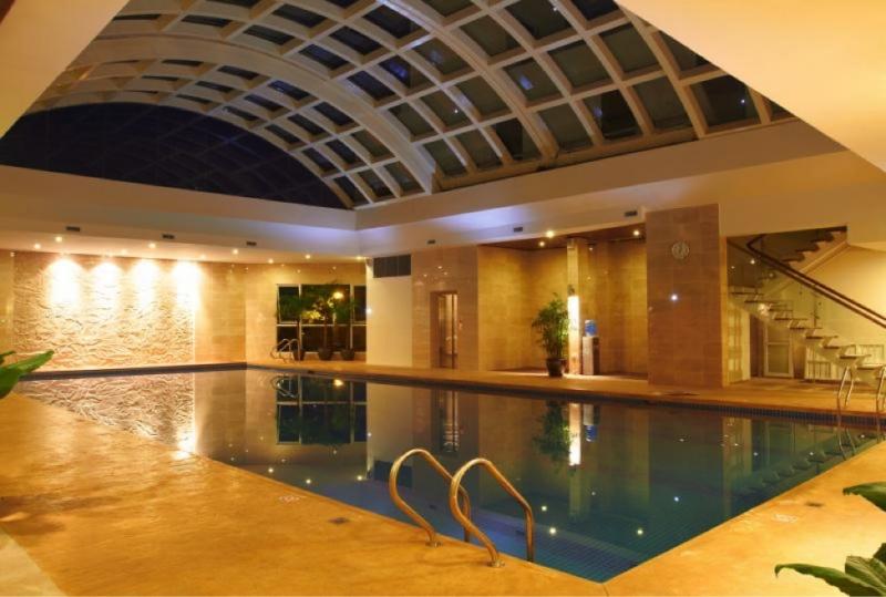 Bể bơi bốn mùa tại Elite Fitness sử dụng công nghệ ozone.
