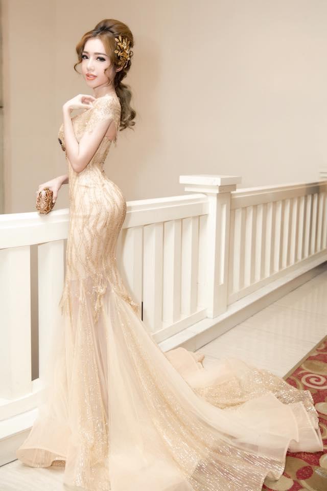 Cô được xem là mỹ nhân dẫn đầu xu hướng thời trang mẹ bỉm sữa đáng yêu nhất tại Việt Nam.
