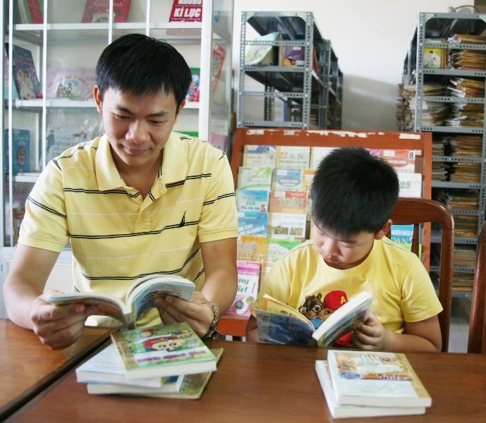 Em thích nhất là ngồi nhìn bố đọc sách mỗi tối