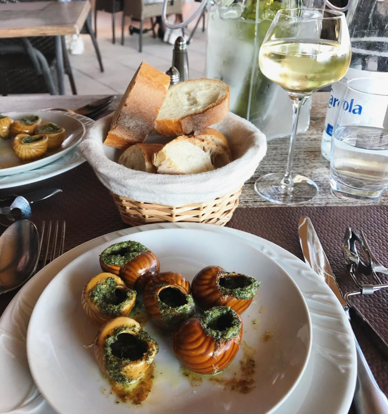 Escargots (Ốc sên nấu chín) - Pháp