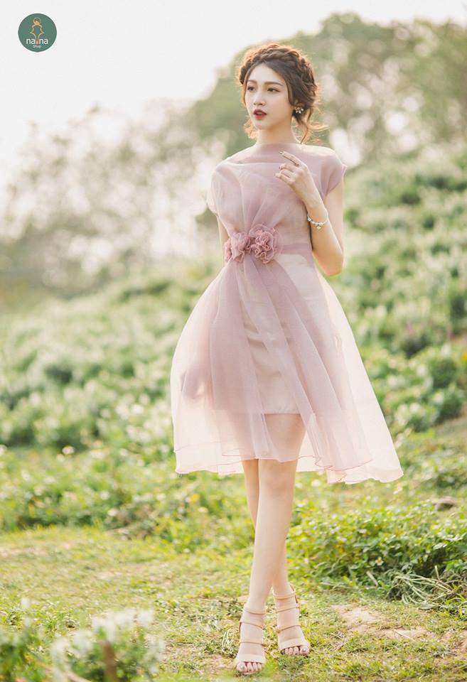 Chiếc váy với màu sắc nhẹ nhàng, nữ tính luôn thu hút ánh nhìn từ phái mạnh