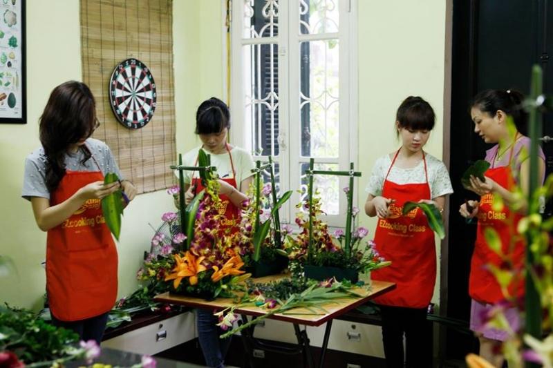 Buổi học cắm hoa của lớp cô dâu đảm đang tại EZcooking