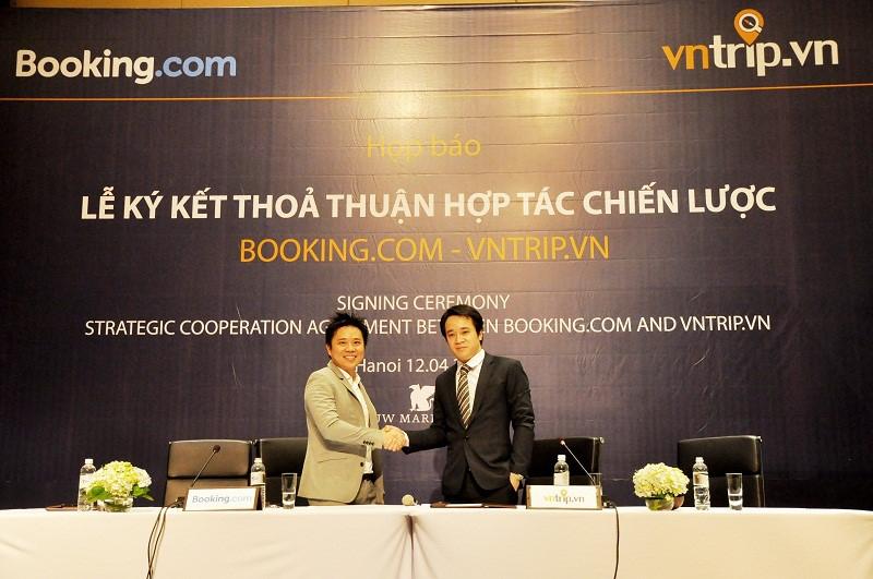 Lễ ký kết thỏa thuận hợp tác giữa Vntrip và Booking.com