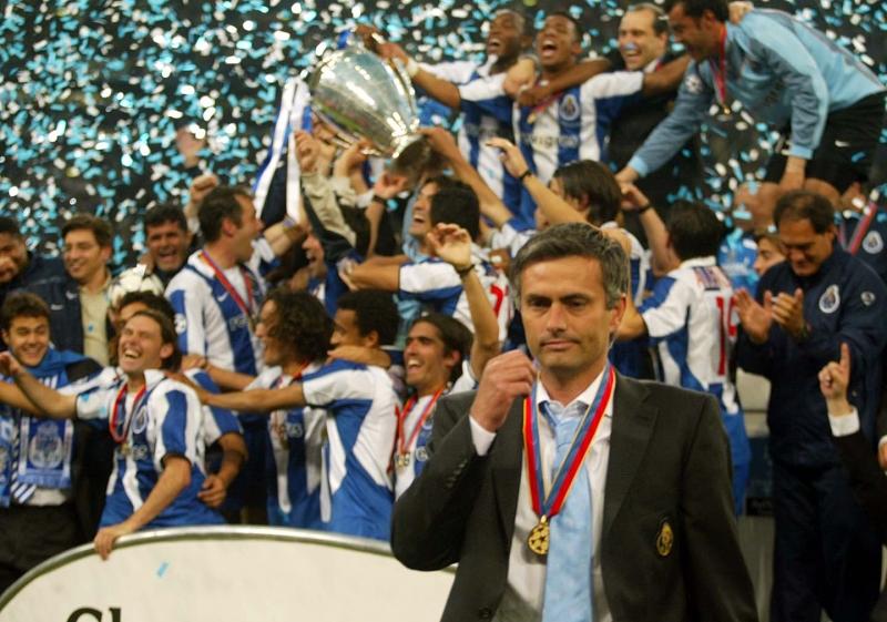 Chiếc cúp vô địch C1 năm 2003 là dấu ấn đầu tiên của HLV Mourinho