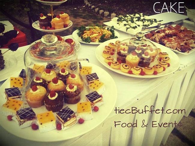 Bạn nghĩ sao nếu tổ chức cho bé một bữa tiệc cupcake tuyệt vời như thế này?