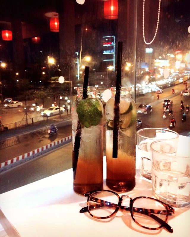 Một cái tên xuất hiện đầu tiên trong danh sách không đâu khác chính là Firefly Coffee - đây chắc hẳn là một quán không còn xa lạ với các bạn trẻ Hà Thành.