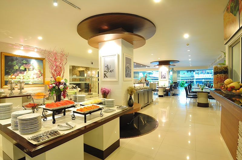 Flipper House Hotel sở hữu nhà hàng cung cấp đồ ăn mang đậm màu sắc Thái Lan