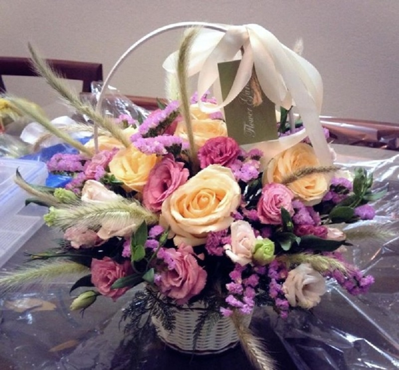 Shop hoa có phong cách đơn giản và hiện đại từ cách chọn hoa, cách kết hợp hoa với phụ kiện và gói hoa