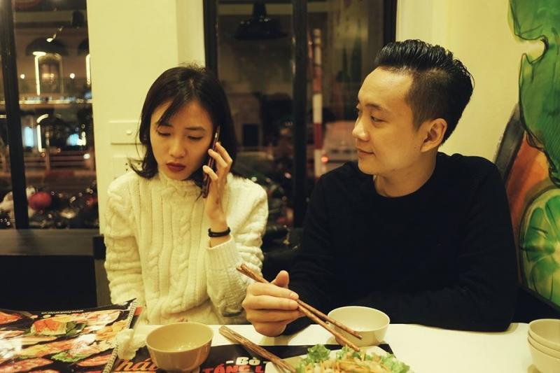 Ca sĩ Justa Tee cùng vợ dùng bữa tối tại FoodStreet 8A Điện Biên Phủ