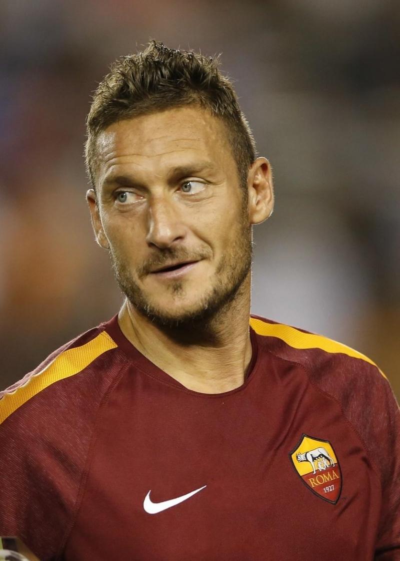 Francesco Totti là cầu thủ người Ý đến nay vẫn giữ nguyên phong độ trên sân cỏ