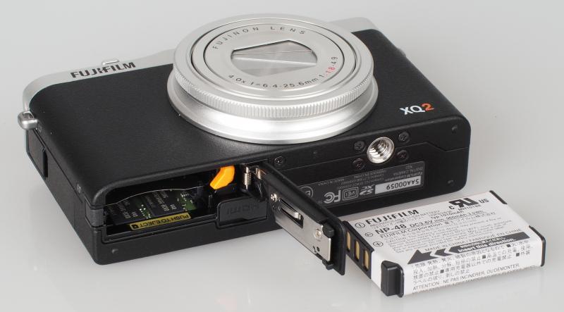 Chi tiết máy ảnh Fujifilm XQ2