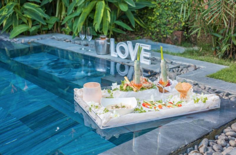 Bữa ăn bên hồ bơi -  Fusion Maia Resort Danang (Nguồn Internet)