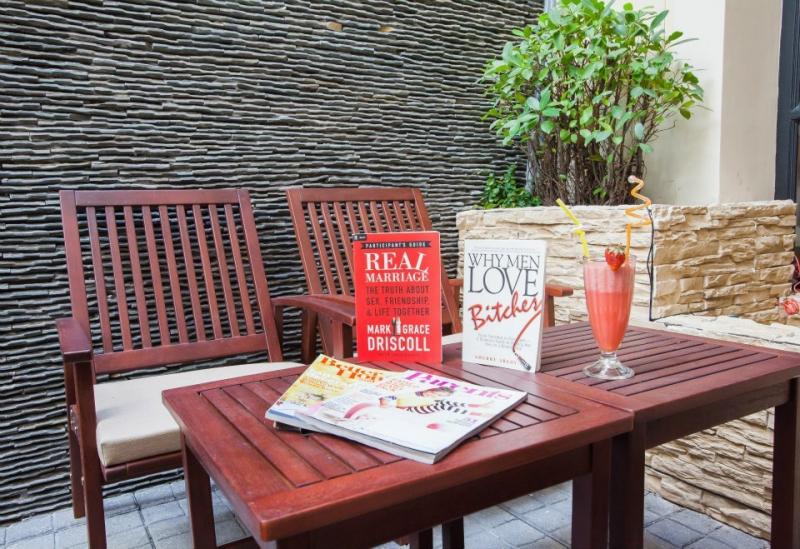 FYI Book Cafe còn là quán cafe sách đẹp ở Sài Gòn với những góc check-in cực chất