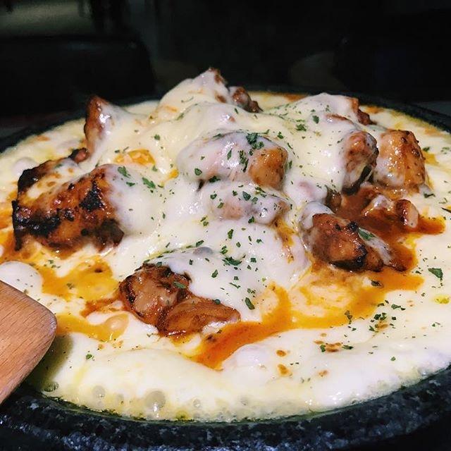 Quán nổi tiếng với món cơm gà nướng