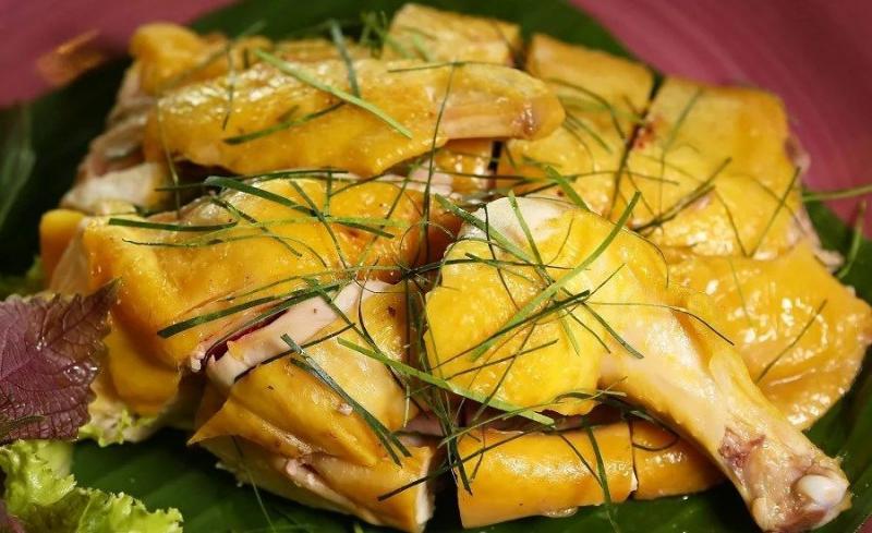 Gà luộc là món ăn không thể thiếu trong ngày Tết