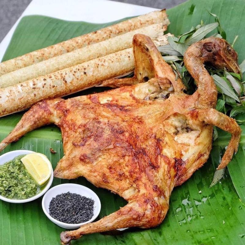 Gà nướng - cơm lam cô Sinh