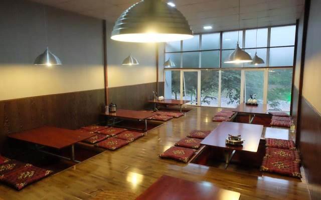 Nhà hàng rộng rãi, sang trọng, ấm cúng của Gà quê