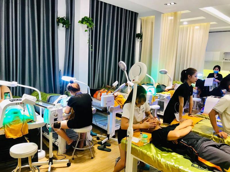 Gà Spa là thương hiệu spa trị mụn uy tín hàng đầu tại thành phố Hồ Chí Minh được nâng cấp lên từ Kỳ Duyên Home Spa để nhằm cải tiến về chất lượng dịch vụ, không gian và thiết bị cho khách hàng đến với spa.