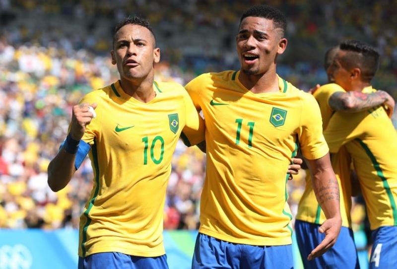 Jesus (số 11) trong màu áo của tuyển Brasil