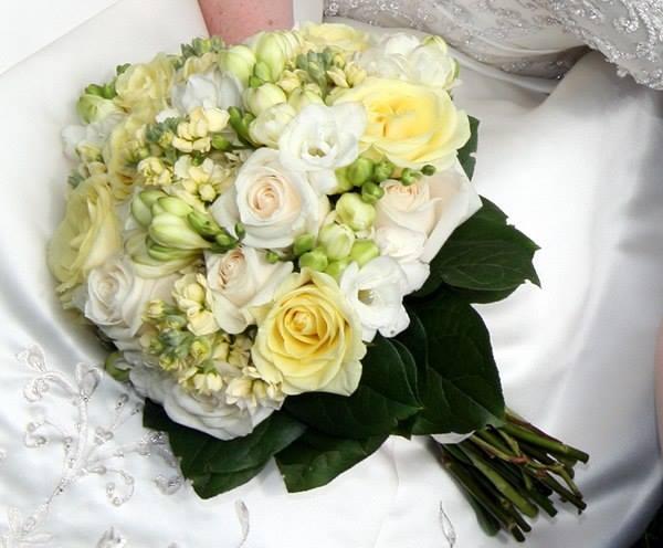 Bó hoa cưới tinh tế được thiết kế hài hòa