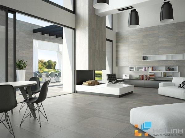 Sự cầu kỳ, tinh tế trong từng đường nét, màu sắc đến hoa văn trên bề mặt gạch chính là cảm nhận đầu tiên khi phòng khách