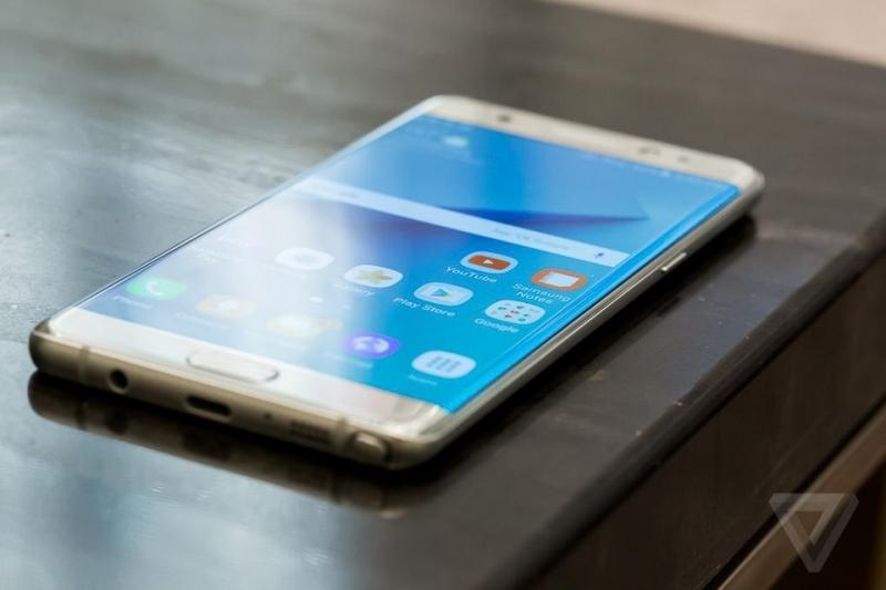 Galaxy Note đầu tiên được trang bị màn hình cong