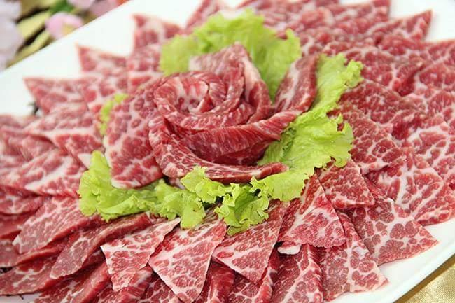 Nhà hàng đặc biệt chú trọng đến khâu lựa chọn nguyên liệu và chế biến