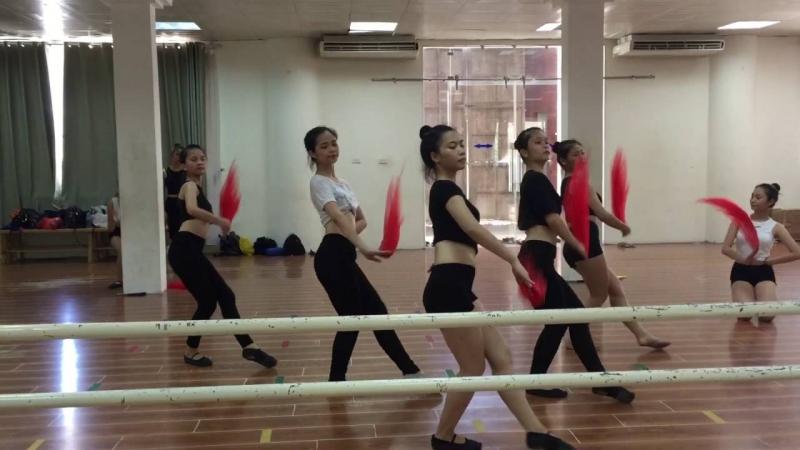 Một buổi tập của sinh viên Khoa Múa