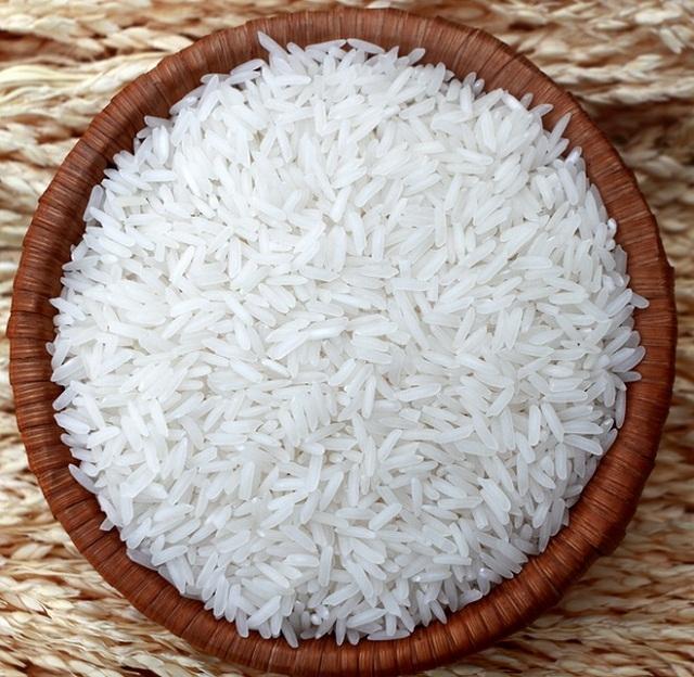 Gạo tám Điện Biên có đặc điểm rất riêng: hạt bầu nhỏ, dài, màu đục và không trắng như gạo tám thường