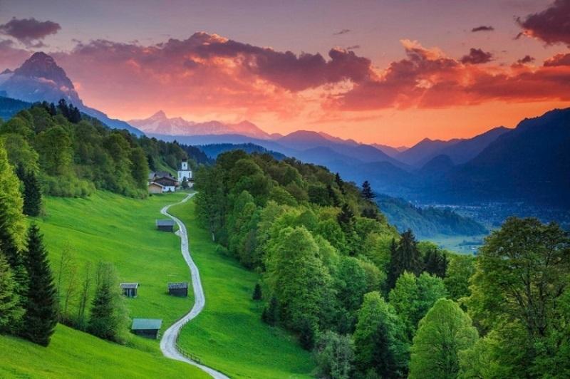 Quang cảnh yên bình tại Garmisch-Partenkirchen, Bavaria, Đức
