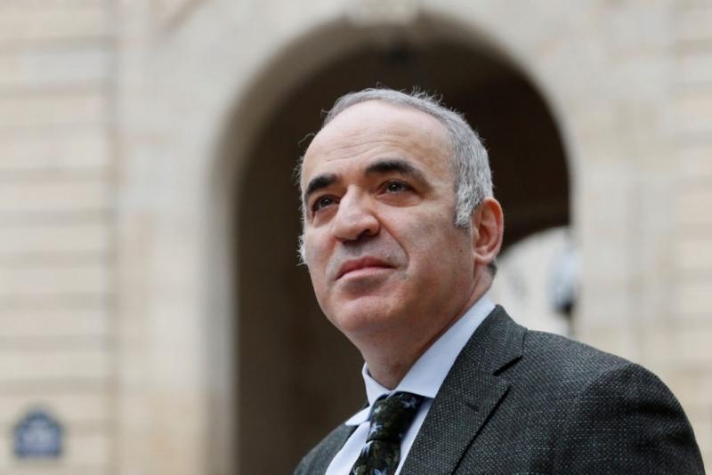 Garry Kimovich Kasparov được ca tụng là cầu thủ cờ vua vĩ đại nhất mọi thời đại