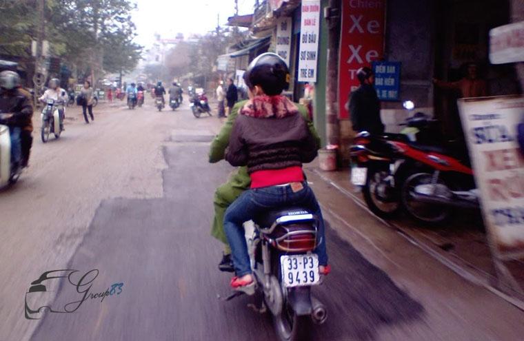 Hành vi không gạt chân chống khi chạy xe bị phạt khá nặng