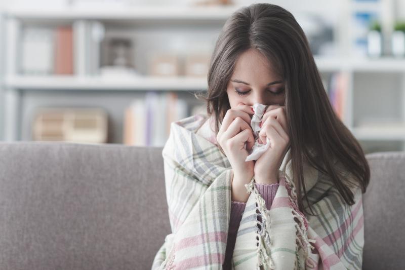 Đi ngủ khi tóc còn ẩm ướt bạn rất dễ bị cảm cúm