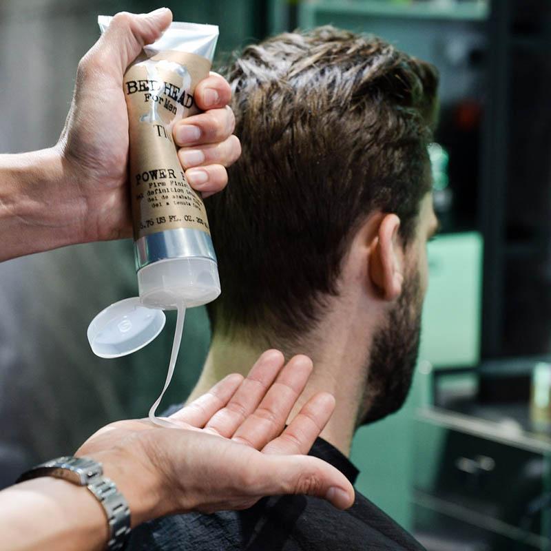 Gel vuốt tóc Tigi Bed Head với độ kết thúc mờ hoàn hảo & mùi hương cực kì dễ chịu - đậm chất phái mạnh