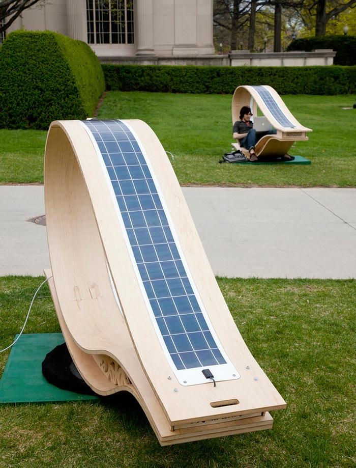 Đây có thể là nơi để bạn ngồi ở ngoài trời nhưng vẫn có thể sử dụng các thiết bị điện.
