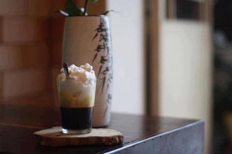 Muốn thưởng thức ly cà phê trứng muối ngon thì nên đến với Ghế Gỗ Café