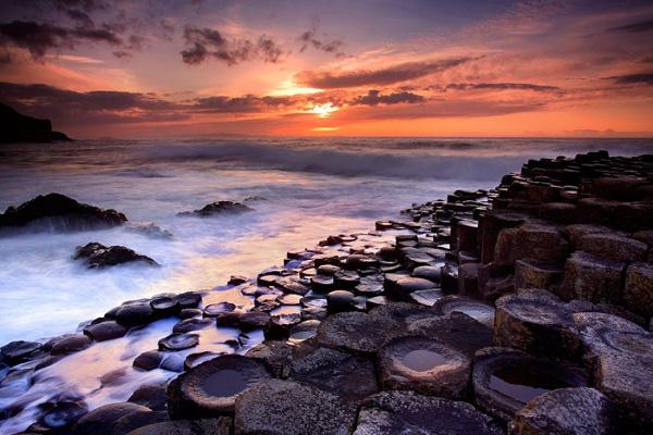 Màu thời gian đã để lại trên nền đá như một thứ ma lực kỳ lạ thu hút