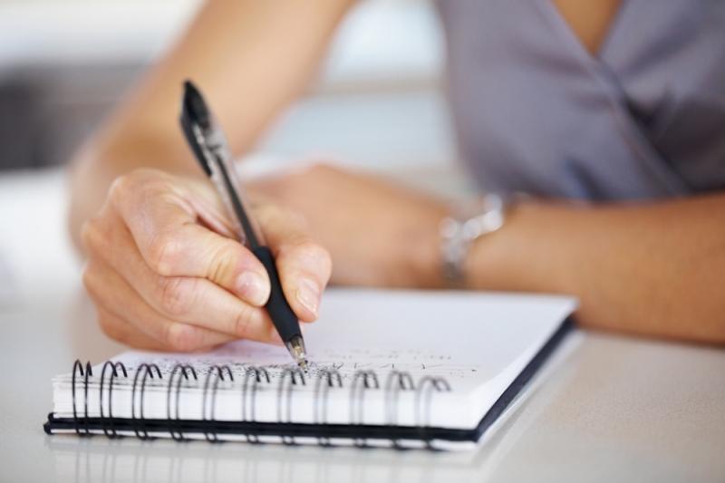 Một quyển sổ nhỏ cùng một cây bút chính là những thứ cần thiết để giúp bạn nhớ lâu