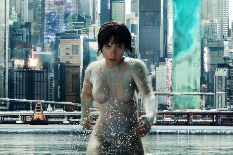 Scarlett Johansson quyến rũ trong tạo hình nữ robot sát thủ