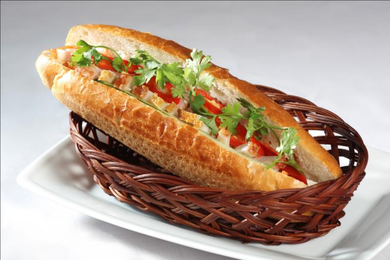 Bánh mì thịt heo quay hấp dẫn (Ảnh minh họa)