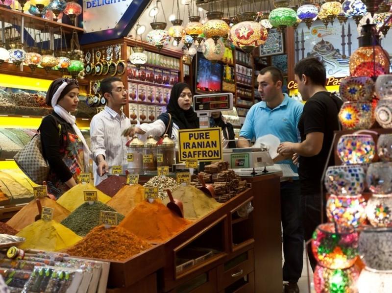 Gia vị và thảo mộc ở chợ gia vị Istanbul