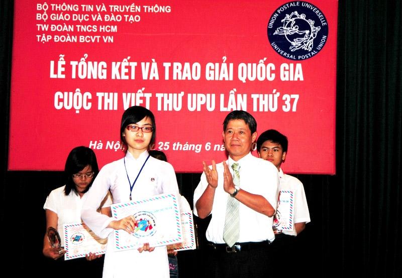 Hồ Thị Quế Chi tại Lễ trao giải cuộc thi viết thư quốc tế UPU lần thứ 37
