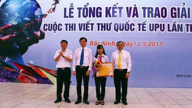 Nguyễn Đỗ Huyền Vi tại Lễ trao giải cuộc thi viết thư quốc tế UPU lần thứ 46