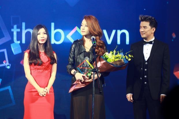 Chi Pu nhận giải thưởng tại Thebox Idol 2013
