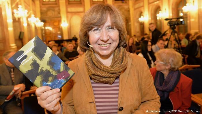 Alexievich là nhà văn nữ đạt giải Nobel Văn học năm 2015.