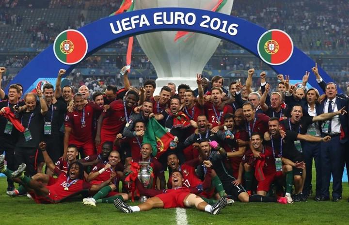 Bồ Đào Nha lần đầu tiên lên ngôi vương tại giải đấu vô địch Châu Âu.