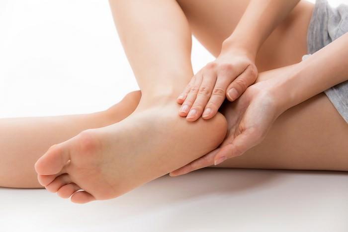 Dùng dấm gạo bảo vệ gót chân